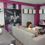 Серый дизайн фиолетовой квартиры