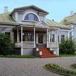 Серый дом с приятным дизайном