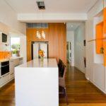 Современная квартира оранжевого цвета