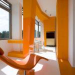 Современный дизайн оранжевой квартиры