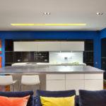 Современный дизайн синей квартиры