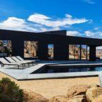 Современный дом с дизайном черного цвета