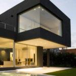 Современный и красивый дизайн черного дома