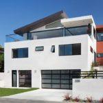 Современный стиль дома белого цвета