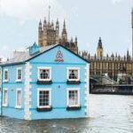 Стильный дизайн голубого дома