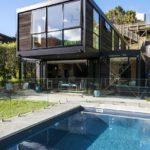 Стильный дизайн коричневого дома