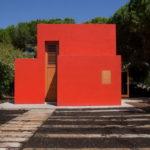 Стильный дизайн красного дома