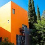 Стильный дизайн оранжевого дома
