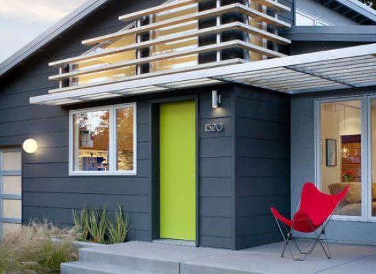 Стильный и интересный дизайн синего дома