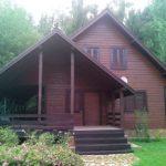 Стильный современный дизайн бордового дома