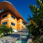 Светлый вариант дизайна дома в оранжевых тонах