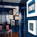 Темно-синяя квартиры с оригинальным дизайном