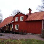 Традиционный дизайн бордового дома