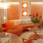 Уютный дизайн оранжевой квартиры