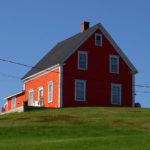 Уютный дом красного цвета