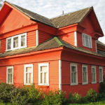 Уютный вариант дизайна дома в красных тонах