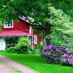 Выбираем красный дом с красивым дизайном