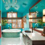 Яркая красивая квартира с ярким бирюзовом дизайне