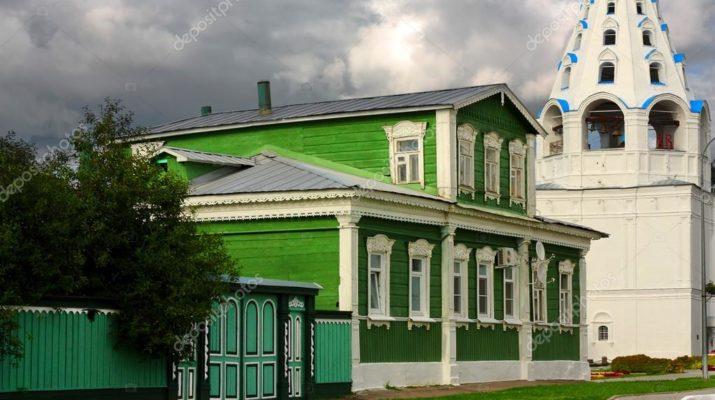 Яркий дизайн уютного зеленого дома