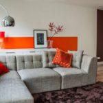 Яркий оранжевый акцент в интерьере квартиры
