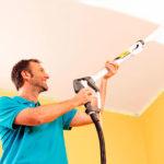 Как покрасить потолок краской без разводов