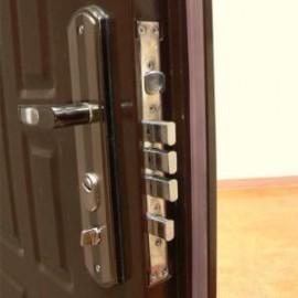 Как самостоятельно демонтировать входную дверь