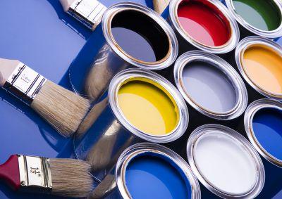 Как выбрать краску для стен и обоев