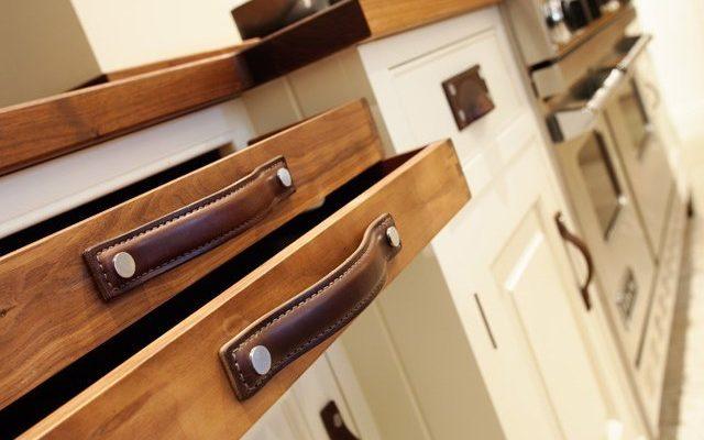 Как выбрать мебельную фурнитуру