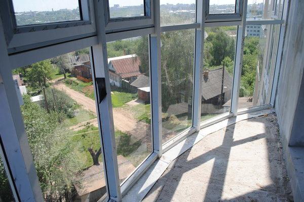 Преимущества остекленных лоджий и балконов.