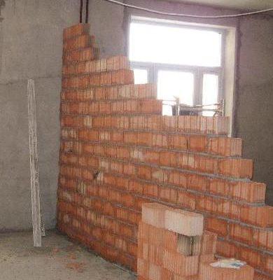 Возводим стены из кирпича