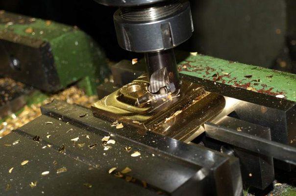 Какие факторы оказывают влияние на точность фрезерных работ