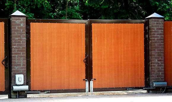 Почему стоит использовать распашные ворота для дома