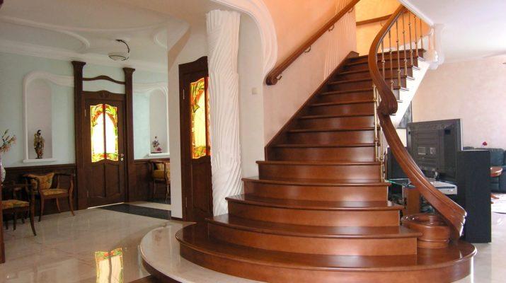 Правильно выбираем породу дерева для лестницы в доме
