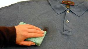 Способы удаления жирных пятен с одежды