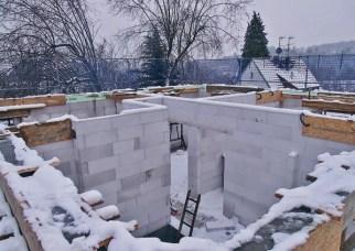 Как построить каменный дом зимой
