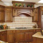 Кухонные гарнитуры из массива — красота натуральной древесины