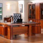 Выбор письменного стола для руководителя
