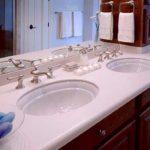 Подбираем столешницу в ванную из искусственного камня с литой мойкой